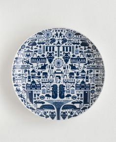 One Singapore blue and white plate, ceramics