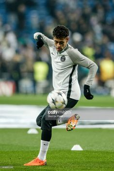 14th February 2018, Santiago Bernabeu, Madrid, Spain; UEFA Champions League football, round of 16, first leg, Real Madrid versus PSG; Neymar (PSG) Pre-match warm-up