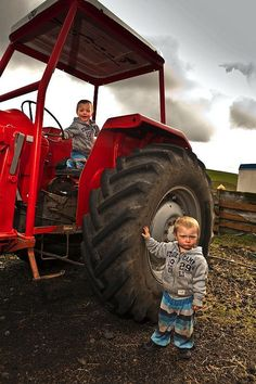 Twin boys on tractor. I want twin boys(: Twin Boys, Twin Brothers, My Boys, Friend Pictures, Baby Pictures, Future Boy, Old Tractors, Thing 1, Country Girls