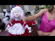 Mulher.com - 15/12/2015 - Boneca mamãe noel de garrafa pet - Luciane Valeria PT2 - YouTube Christmas Sewing, Christmas Projects, Christmas Crafts, Christmas Decorations, Project 4, All Craft, Country Christmas, Flower Pots, Projects To Try