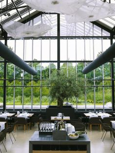 De Kas restaurant, the Dutch rendition of Chez Panisse-meets-the-French Laundry, occupies a top spot on our must-visit list.