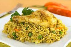 Receta de Arroz con Pollo Peruano. Se caracteriza por el color verde del arroz y por el sabor especial que le da el ají amarillo. Su SECRETO está en...
