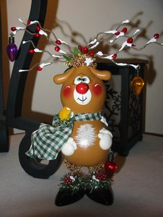 WOW this is so cute! (Is that a gourd creating the reindeer body?)