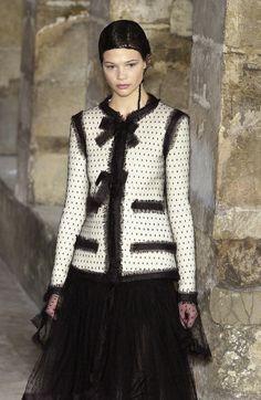 http://www.livingly.com/runway/Chanel/Couture Fall 2003/B2jjHnt07c3