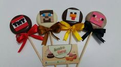 Pirulitos de chocolate com tema Minecraft.