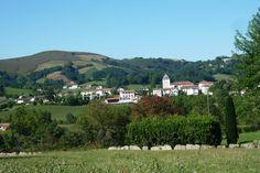 Photo : Un village basque: Sare,  France, Églises, Campagne, Maisons, Sare. Toutes les photos de Jean-pierre MAILLARD sur L'Internaute