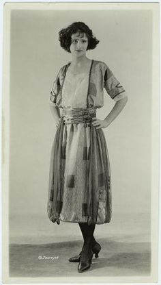1920s photo- a simple enough to make outfit