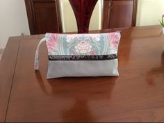 Couture Madalena - Coudre Une Pochette - YouTube Pochette Diy, Diy And Crafts, Videos, Purses, Sewing, Vide Poche, Youtube Youtube, Vanessa Bruno, Pattern