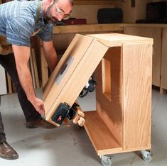Mobile Router Center - The Woodworker's Shop - American Woodworker Garage, ideas, man cave, workshop, organization, organize, home, house, indoor, storage, woodwork, design, tool, mechanic, auto, shelving, car. #homewoodworkingshop #woodworkingideas #woodworkingtools