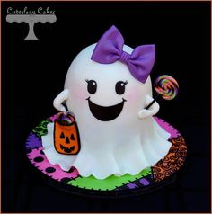 Girly Ghost cake for Halloween Pasteles Halloween, Bolo Halloween, Dessert Halloween, Halloween Baking, Halloween Cupcakes, Halloween Birthday, Halloween Treats, Halloween Decorations, Halloween Costumes