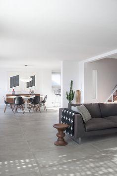 Kitchen + hallway: Big light grey tiles floor opt3