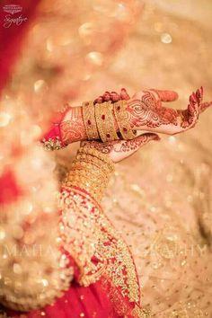 pose to show mehndi n jewelry Desi Wedding, Wedding Shoot, Wedding Poses, Wedding Dresses, Indian Wedding Photography Poses, Bride Photography, Fashion Photography, Mehendi Photography, Jewelry Photography
