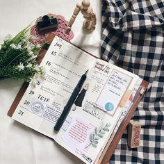 Week 3 • Jan 2018. ✏️ • • • • • • #travelersnotebook #midori #stationery #stationeryaddict #journal #travelersnote #washitape #planner #mtn #plannerlove #artjournal #文房具 #手帳 #planneraddict #journaling #トラベラーズノート #notebook #washi #plannercommunity #plannerartist #手帳ゆる友 #手帳生活 #手帳好朋友 #weeklyplanner #monthlyspread #monthlyplanner
