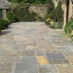 Ideas paving stone patio diy fire pits for 2019 Paving Stone Patio, Slate Patio, Patio Slabs, Garden Paving, Patio Flooring, Brick Patios, Paving Stones, Concrete Patio, Slate Pavers