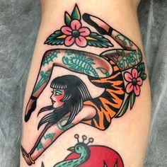 Old Tattoos, Pin Up Tattoos, Life Tattoos, Body Art Tattoos, Tatoos, Traditional Tattoo Pin Up Girl, Traditional Tattoo Inspiration, Traditional Tattoos, Tattoo Kits