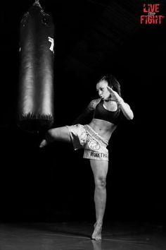 Vero Lacruz, Boxeo y Muay Thai Kick Boxing, Boxing Workout, Mma, Martial Arts Women, Mixed Martial Arts, K1 Kickboxing, Muay Thai Training, Martial Arts Workout, Female Fighter