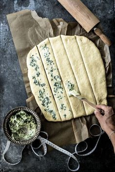 Simply bake herb plucked bread yourself butter apart bread bread recipes backen backen rezepte bread bread bread Herb Butter, Snacks Für Party, Dessert Bread, Noodle Recipes, Pampered Chef, Food Items, Finger Foods, Bread Recipes, Cooking Tips