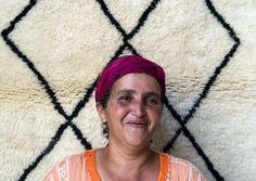 Wij zijn bere #trots op onze maaksters in #marokko. Het maken van een Beni Ouarain #tapijt vergt er veel tijd en geduld. (Kan wel 12 weken duren!) Vandaar dat we al onze maaksters in het zonnetje zetten op #pinterest <3 Alleen maar liefde! #Sukhi | Sukhi.nl