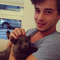 Francisco Lachowski, but with a cat. Could life get more purrfect? Francisco Lachowski, Jessiann Gravel, Men With Cats, Toni Mahfud, Brazilian Male Model, Character Profile, My Prince Charming, Men Photography, Cute Guys