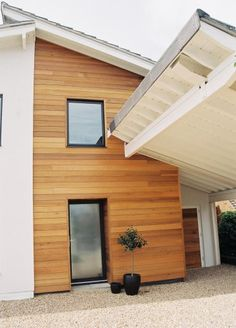 Exterior wood cladding ideas porches 15 Ideas for 2019 Wooden Cladding Exterior, House Cladding, Timber Cladding, Exterior Siding, Cladding Ideas, Composite Cladding, Ranch Exterior, Building Exterior, Modern Exterior