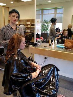 Shampoo Cape Friseurumhang aus dem Kultsalon Waschumhang PVC braun a0008 in Beauty  Gesundheit