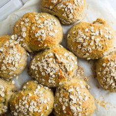 Rough buns - easy and healthy buns - recipe for rough buns - Stinna Danish Dessert, Vegetarian Recipes, Healthy Recipes, Healthy Food, Food Crush, Lime Dressing, Bun Recipe, Pesto, Baked Goods