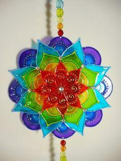 Mandala em PVC! Pintura vitral, o mesmo efeito mágico do vidro, mas com a vantagem de ser mais leve e mais resistente! com aplicação de pedrinhas, e contas de acrílico nos fios. Ideal para qualquer ambiente, enfeita com alegria e harmonia! Cd Crafts, Diy And Crafts, Arts And Crafts, Glass Painting Designs, Paint Designs, Recycled Cds, Diy Y Manualidades, Cd Art, Mandala Coloring Pages
