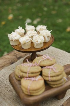 How to Host a Fall Ladies Lunch | Flower Arranging Party | fall lunch parties | fall party ideas | ladies party ideas | party ideas for women | fall themed adult party ideas | how to host a fall party | how to host a flower arranging party | learn how to arrange flowers | fall entertaining tips | fall entertaining ideas || JennyCookies.com