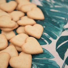 Mantler-Mühle Glutenfrei (@mantler.glutenfrei) • Instagram photos and videos Braucht ihr noch ein Geschenk zum Valentinstag? - Wie wäre es mit unserem süßen und mit viel Liebe gemachten Herz... 💖Das Rezept findet ihr auf unserer Homepage ~ Link in Bio! #glutenfrei #glutenfree #glutenfreibacken #glutenfreerecipes  #glutenfreebaking #glutenfreecookies Gluten Free Bakery, Gluten Free Flour, Gluten Free Cookies, Gluten Free Recipes, Latest Recipe, Valentine Gifts, Great Recipes, Biscuits, Glutenfree