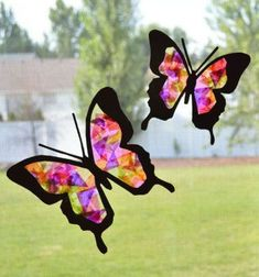 Tissue paper butterfly sun catcher - spring craft for kids (free template) Butterfly Template, Butterfly Crafts, Printable Butterfly, Paper Birds, Paper Butterflies, Sun Catchers, Tissue Paper Crafts, Flower Video, Stained Glass Crafts