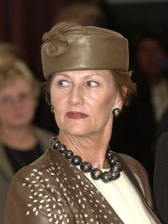 2003 Queen Sonja During The State Visit To Norway Of HE The President Of The Republic Of Poland And Mrs Jolanta KwasniewskaVisit To The National Museum Of...