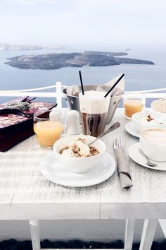 Breakfast with a view, Santorini | More here: http://www.ohhcouture.com/2016/06/monday-update-25/ | #ohhcouture #leoniehanne