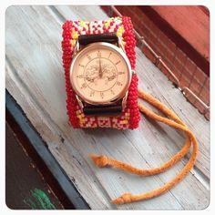 腕周りのアクセントにビーズワークの腕時計はいかがでしょうか?オールハンドメイドで作りました。全体にビーズワークを施し、真ん中にはミンサー柄を。ミンサー柄は沖縄... ハンドメイド、手作り、手仕事品の通販・販売・購入ならCreema。