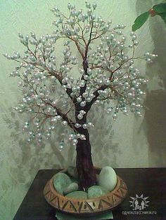 Discover thousands of images about Pearl Tree Sculpture Wire Crafts, Diy Home Crafts, Diy Arts And Crafts, Flower Crafts, Diy Flowers, Paper Flowers, Wire Tree Sculpture, French Beaded Flowers, Wire Trees