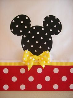 Ideas For Embroidery Pillow Cases Tea Towels Sewing Hacks, Sewing Crafts, Sewing Projects, Projects To Try, Embroidery Applique, Machine Embroidery, Sewing Pillows, Disney Crafts, Mickey Minnie Mouse