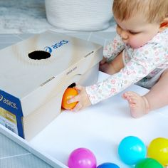👟Ball Drop Shoebox 👞 This easy DIY object permanence box was a huge hit with my ten month old! This play idea is for b Baby Learning Activities, Montessori Activities, Infant Activities, Kids Learning, 10 Month Old Baby Activities, Young Toddler Activities, Baby Activites, Preschool Toys, Baby Sensory Play