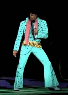 Elvis, you are the most beautiful man that ever lived! Lisa Marie Presley, Priscilla Presley, Elvis Presley Concerts, Elvis In Concert, Elvis Presley Photos, Are You Lonesome Tonight, Star Wars, Most Beautiful Man, John Lennon