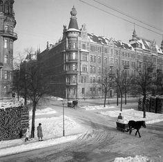 Strandvägen vid hörnet av Banérgatan. Snöröjning med häst och släde  Snow clearing in Stockholm, via horse and sled. 1944.  Love the child on skis...