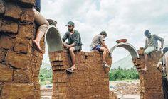 மண்ணால் புதிய கட்டிடக் கலை - இயற்கைக் கட்டிடக் கலைஞர்கள்: வருண் தவுட்டம், ஜெரமி, ஸ்ருதி - நேர்காணல்