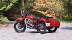 We take a quick ride on a prototype electric sidecar motorcycle from Ural. The Russian manufacturer is considering putting an eco-friendly plug-in motorcycle into production. Ural Bike, Ural Motorcycle, Electric Cars, Connection, Charms, Technology, Retro, Business, Tech