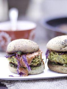 burgery z kalafiora na ostro są po prostu przepyszne...warzywne burgery, a te zkalafioratozdrowy, domowy fast food...przepis na burgery z kalafiora