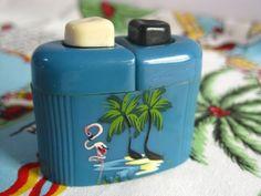 Vintage Florida souvenir salt and pepper shakers - 1940s art deco Carvanite - flamingos and palm trees