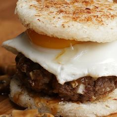 Get All Hawaiian And Try This Amazing Loco Moco Rice Burger - Burger Recipes Burger Recipes, Beef Recipes, Cooking Recipes, Rice Burger Recipe, Rice Sandwich, Fall Recipes, Loco Moco, Wrap Sandwiches, Tacos