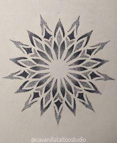 Geometric Tattoo Pattern, Geometric Mandala Tattoo, Mandala Artwork, Mandala Tattoo Design, Geometric Tattoo Sleeve Designs, Dot Work Mandala, Flower Mandala, Henna Tattoo Designs Arm, Henna Art