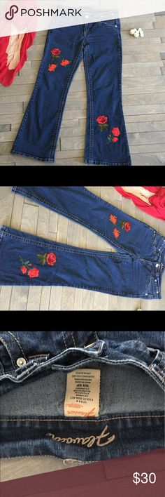 Embroidered roses 🌹 jean pants  cute Design denim Vintage jean flavour Jeans Boot Cut