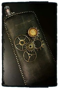 Steampunk style droid case!!  Wish I had this for my Razr