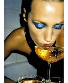 Inspiration: Yasmin Le Bon and a glass of champagne for New Years Eve. Juergen Teller, Yasmin Le Bon, Editorial Photography, Fashion Photography, Helmut Newton, The Coveteur, Photography Projects, Denim Outfit, Kate Moss