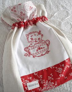 idea for cute little drawstring bags to stitch up ~norththreads,