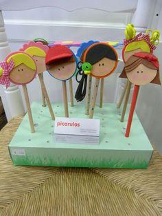 Recuerdos o premios Foam Crafts, Easy Crafts, Diy And Crafts, Crafts For Kids, Arts And Crafts, Paper Crafts, Pencil Crafts, Diy Y Manualidades, Personalized Pencils