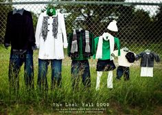fall family photo outfit ideas- I will have to remember this for our own pics! Fall Family Photo Outfits, Family Portrait Outfits, Family Photo Colors, Family Portraits, Winter Outfits, Family Photos What To Wear, Fall Family Photos, Family Pictures, Fall Photos